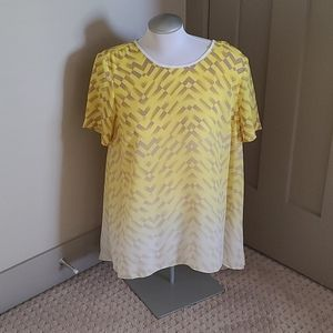 VINCE CAMUTO yellow geometric tunic. Size medium.